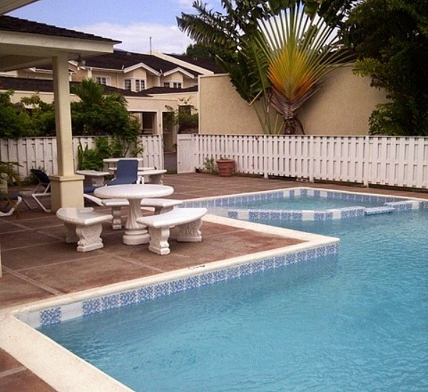 Townhouse For Rent In Kingsway Manor, Kingston / St