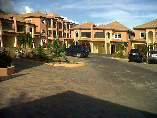 Apartment For Rent In Sandhurst Kingston St Andrew