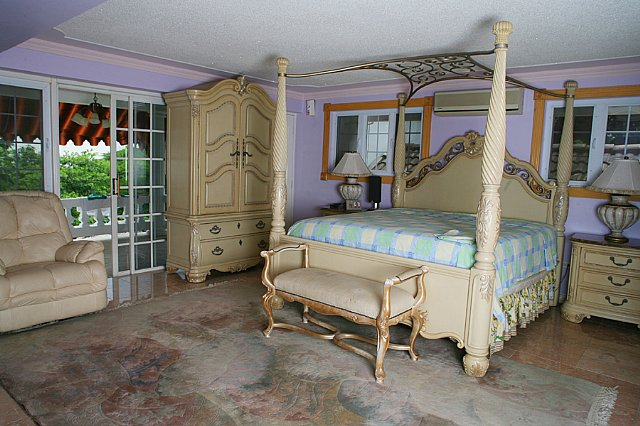 Andrew Avenue Room For Rent