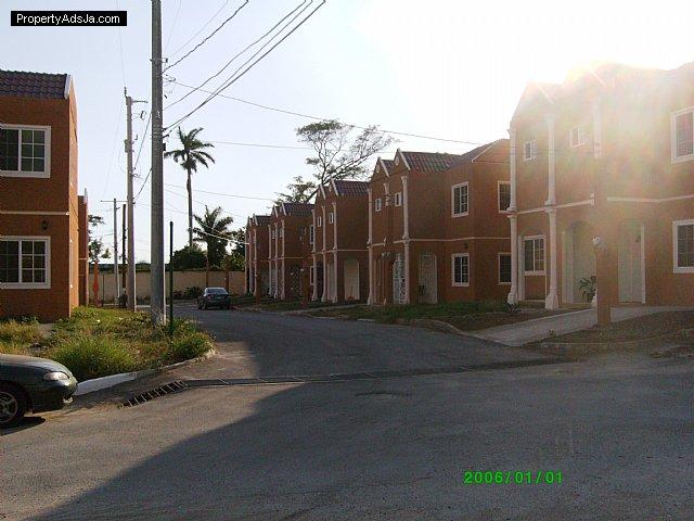 Townhouse For Lease Rental In Stadium Gardens Kingston