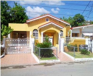 House for sale in pembroke hall kingston st andrew for Bedroom designs in jamaica