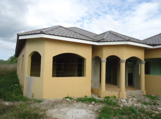 House for sale in harzard clarendon jamaica for Jamaican home designs