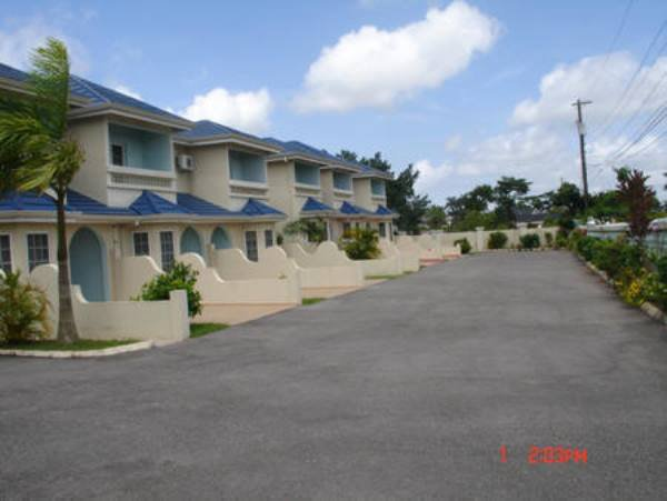Townhouse for lease rental in mandeville manchester manchester jamaica propertyads jamaica for 2 bedroom apartment for rent in mandeville jamaica