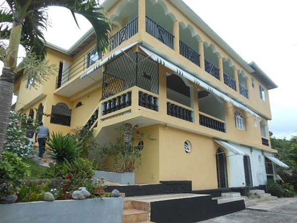 Apartment for lease rental in mandeville manchester jamaica propertyads jamaica for 2 bedroom apartment for rent in mandeville jamaica