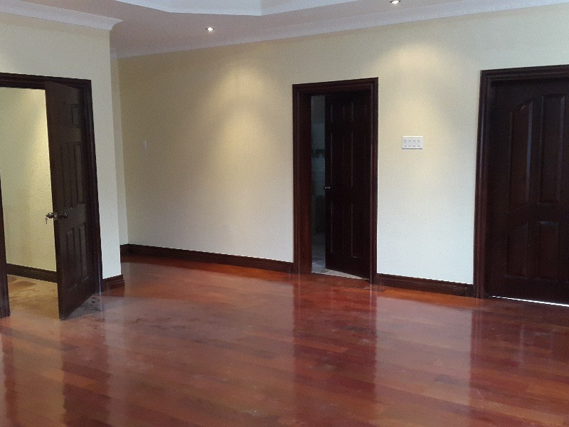 Townhouse for sale in liguanea kingston st andrew for Hardwood floors jamaica