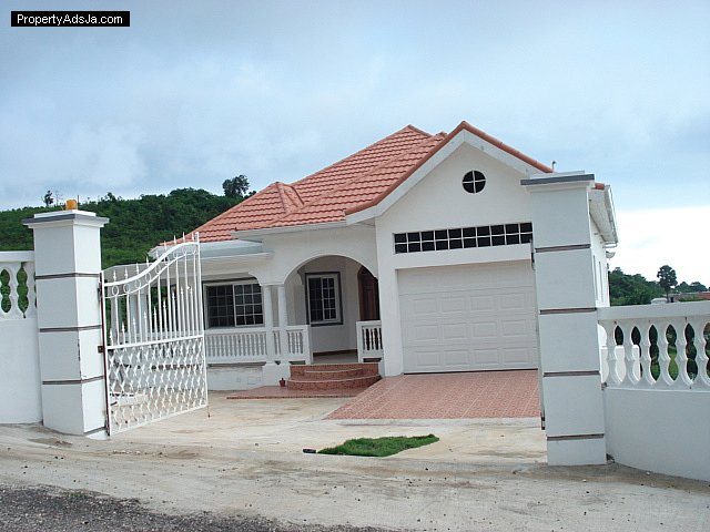 House for sale in southfield st elizabeth jamaica for Jamaican house designs