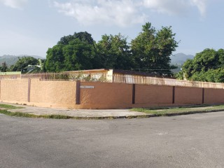 4 bed 3 bath House For Sale in Mona Heights, Kingston / St. Andrew, Jamaica