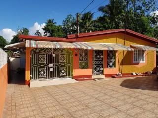 4 bed 3 bath House For Sale in Vanfair Gardens Vanity Fair Linstead, St. Catherine, Jamaica