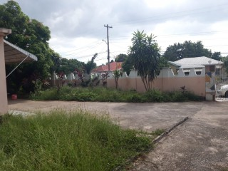 4 bed 3 bath House For Sale in Molynes, Kingston / St. Andrew, Jamaica