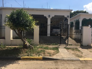 Portmore Pines, Kingston / St. Andrew, Jamaica - House for Sale
