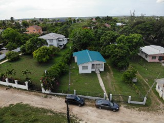 5 bed 2 bath House For Sale in May Pen, Clarendon, Jamaica