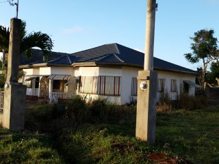 4 bed 3.5 bath House For Rent in newport, Manchester, Jamaica