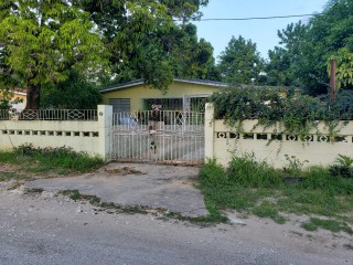 4 bed 3 bath House For Sale in Willowdene, St. Catherine, Jamaica