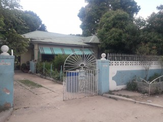 5 bed 3 bath House For Sale in Adelaide Park, Kingston / St. Andrew, Jamaica