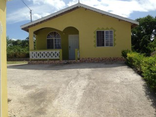 IBIS CIRCLE FLORENCE HAL, Trelawny, Jamaica - House for Lease/rental