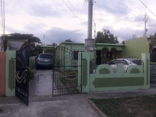 4 bed 3 bath House For Sale in Portmore Pines, St. Catherine, Jamaica