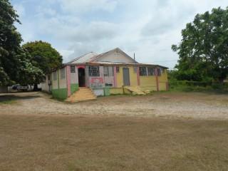 Commercial building For Sale in Maypen, Clarendon, Jamaica
