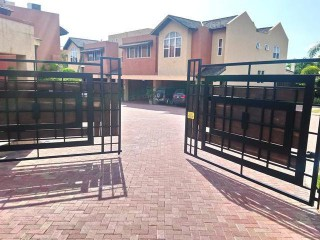 GOLDEN TRIANGLE, Kingston / St. Andrew, Jamaica - Townhouse for Sale