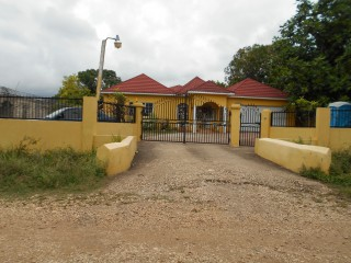4 bed 3 bath House For Sale in Toll Gate, Clarendon, Jamaica