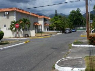 Cowper Avenue, Kingston / St. Andrew, Jamaica - Townhouse for Lease/rental