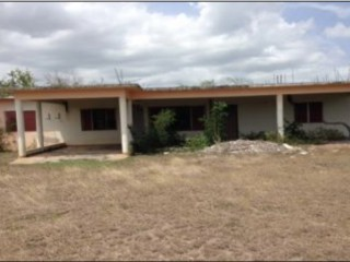 4 bed 3 bath House For Sale in May Pen, Clarendon, Jamaica