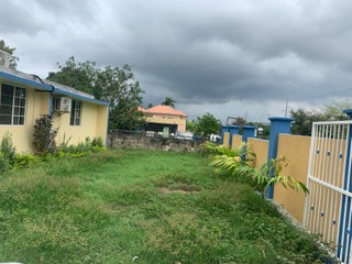 4 bed 4 bath House For Sale in MONA, Kingston / St. Andrew, Jamaica