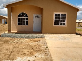2 bed 2 bath House For Rent in Phoenix Village, St. Catherine, Jamaica