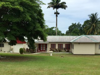 4 bed 3 bath House For Sale in Linstead, St. Catherine, Jamaica
