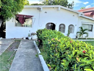 7 bed 4 bath House For Sale in SHORTWOOD AREA, Kingston / St. Andrew, Jamaica