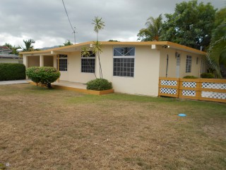 3 bed 2.5 bath House For Rent in Roehampton Circle, Kingston / St. Andrew, Jamaica