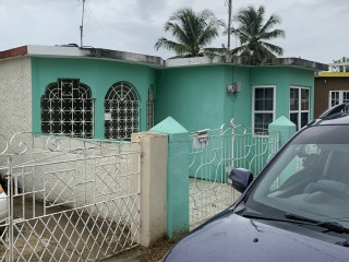3 bed 2 bath House For Sale in Bushy Park May Pen, Clarendon, Jamaica