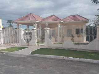 4 bed 3 bath House For Sale in West Bay Portmore, St. Catherine, Jamaica
