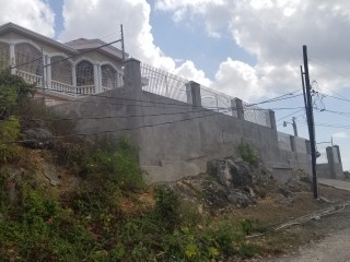 4 bed 2 bath House For Sale in Mount view estate, St. Catherine, Jamaica