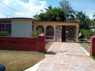 4 bed 1 bath House For Sale in Spanish Town, St. Catherine, Jamaica