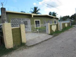 5 bed 3.5 bath House For Sale in New Town, Clarendon, Jamaica
