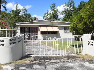 5 bed 4 bath House For Sale in Santa Cruz, St. Elizabeth, Jamaica