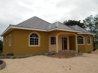 3 bed 2.5 bath House For Sale in Avondale Heights, Manchester, Jamaica