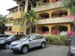 3 bed 3.5 bath Apartment For Sale in Jacks Hill, Kingston / St. Andrew, Jamaica