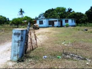 3 bed 1 bath House For Sale in KENNEDY RUN, Clarendon, Jamaica