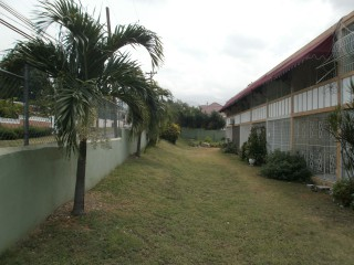 Lawrence Avenue, Kingston / St. Andrew, Jamaica - Apartment for Sale